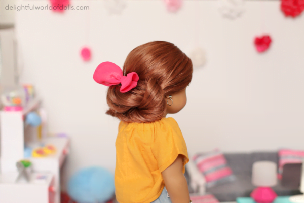doll hairstyle with bow